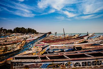 Vissersboten in M'bour Senegal van Babet Trommelen