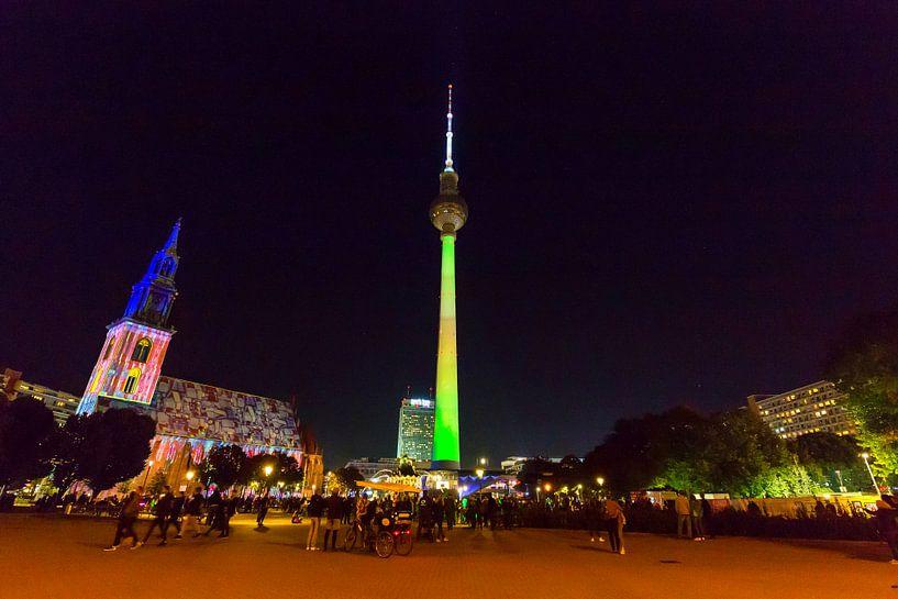 Berlin : la tour de télévision de l'Alexanderplatz en illumination spéciale sur Frank Herrmann