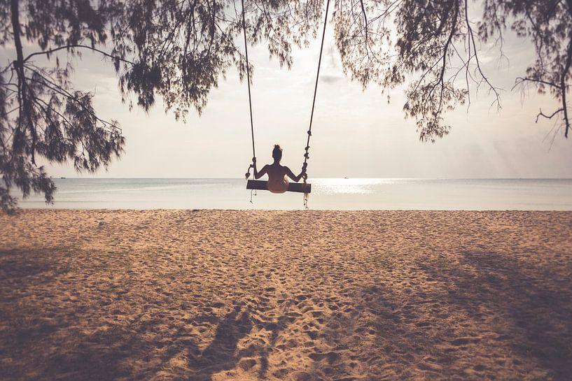Frau schwingt auf der Beach - Koh Rong Samloem von Studio W&W