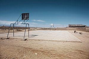 Lege speelplaats in de stad Uyuni van de woestijngrens