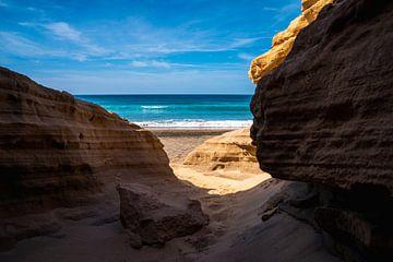 Zandsteenrotsen aan de kust van Fuerteventura van Christian Klös