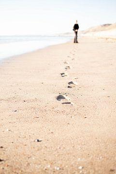 Voetstappen op het strand van Christel Verschuren