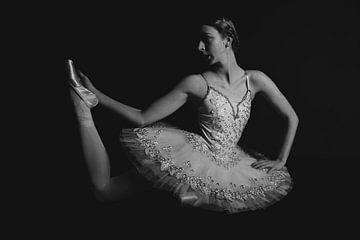Balletdanser in zwartwit 02 van FotoDennis.com