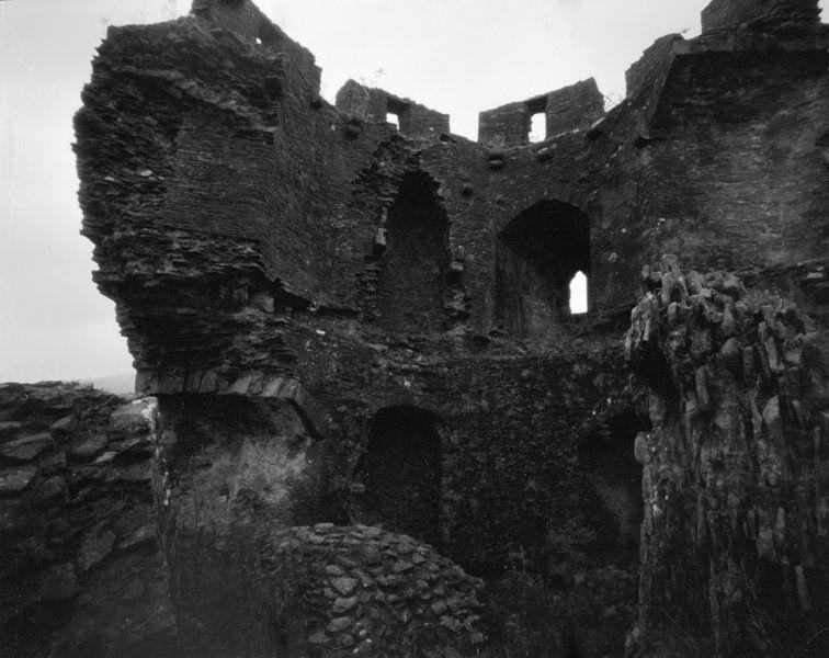 Caerphilly Castle, The Fallen Tower van Mark van Hattem