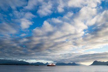 Hurtigruten op het water bij Molde, Noorwegen von Marie-Christine Alsemgeest-Zuiderent