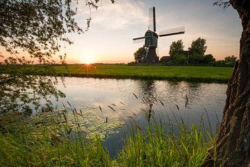 Zonsondergang met windmolen van Coen Weesjes