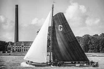 Skûtsje von Grou klassisches friesisches Segelschiff Tjalk während des Jahres 2019 Skûtsjesilen von Sjoerd van der Wal