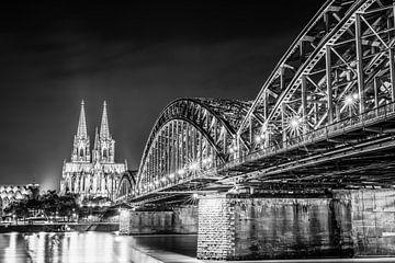 Kölner Dom bei Nacht von Günter Albers