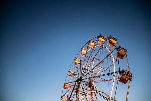 Kermis op een zachte zomeravond | Reuzenrad bij avondval