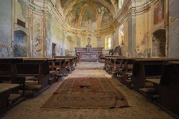 verlassener Altar in einer Kirche von Kristof Ven