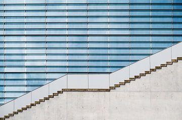 moderne Architektur, Betontreppe vor einer Glasfassade am Marie-Elisabeth-Lueders-Haus im Regierungs von Maren Winter