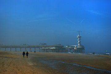 Mistige zondagmorgen op het strand in Scheveningen von