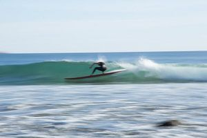 Wazige surfer van