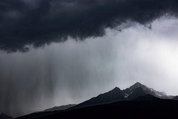 Regen Storm boven de bergen