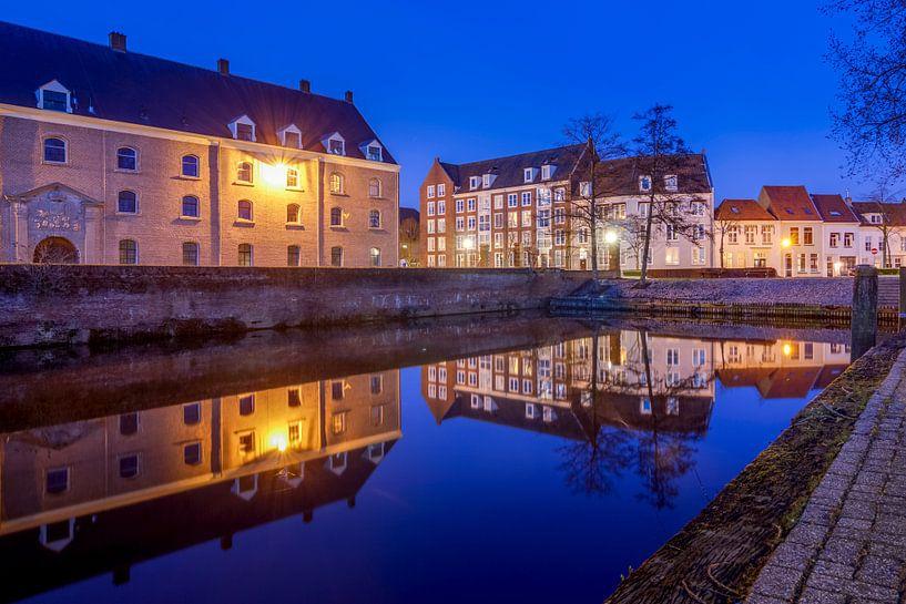 Het Groot Arsenaal na zonsondergang  - Bergen op Zoom van Stefan Fokkens