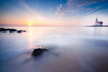 Sonnenaufgang von der Insel Marken von Fotografiecor .nl