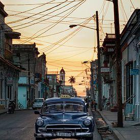Rue cubaine pendant le coucher du soleil sur Eddie Meijer