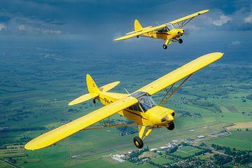 Twee Piper Cubs boven Vliegveld Teuge van Planeblogger