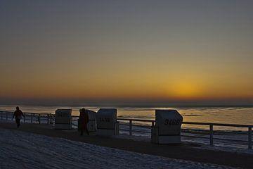 Strandkörbe bei Sonnenuntergang von Norbert Sülzner