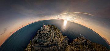 Sferisch panorama van een vuurtoren in Mallorca van Jonas Weinitschke