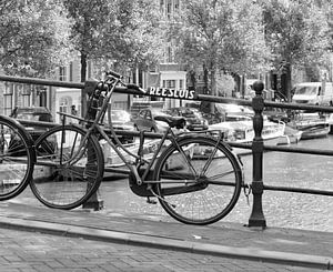 Fiets op Reesluis Amsterdam van AvD Photos