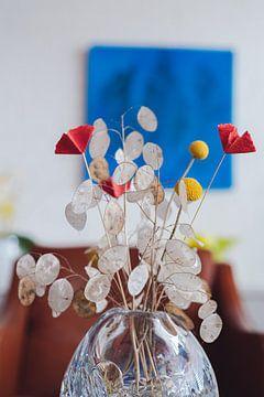 Getrocknete Blumen in Kristallvase von Jonai