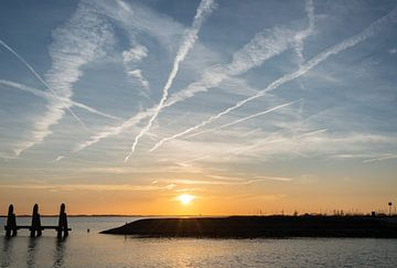 sunset over the harbor van Compuinfoto .