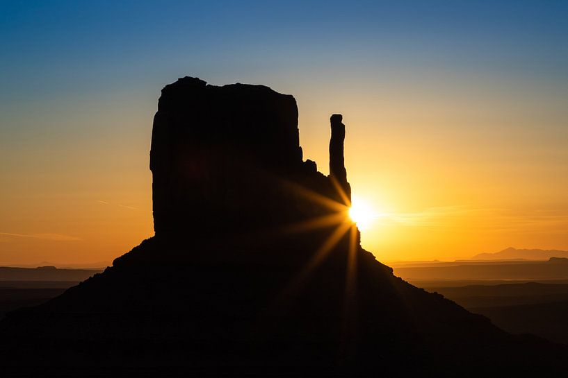 Zonsopkomst Monument Valley van Inge van den Brande