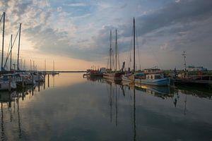 De Haven van Lelystad Haven, bij zonsondergang