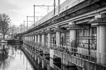 Tussen de bogen, Structuren Amsterdam, Zwart-wit von Lotte Klous