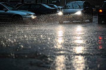 auto in regen von Huibert van der Meer