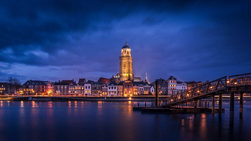 Deventer in het blauwe uurtje van Erik Veldkamp