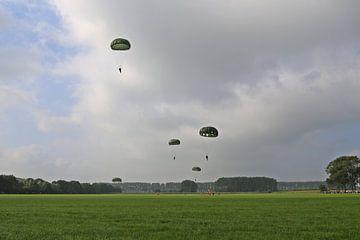 Parachutisten van Jeroen Koppes