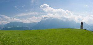 Kerktoren in de Alpen