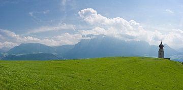 Kerktoren in de Alpen von Rene van der Meer