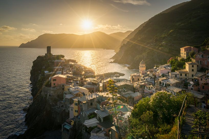Zonsondergang in Vernazza / Cinque Terre van Edwin Mooijaart