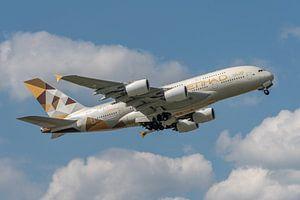 Een Airbus A380 van Etihad Airways stijgt op van Londen Heathrow Airport, 1 van 's werelds drukte lu