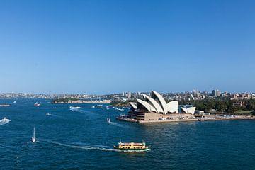 Australië Sydney CBD-oriëntatiepunten rond Sydney Harbour uitzicht van de Harbour Bridge op een zonn van Tjeerd Kruse