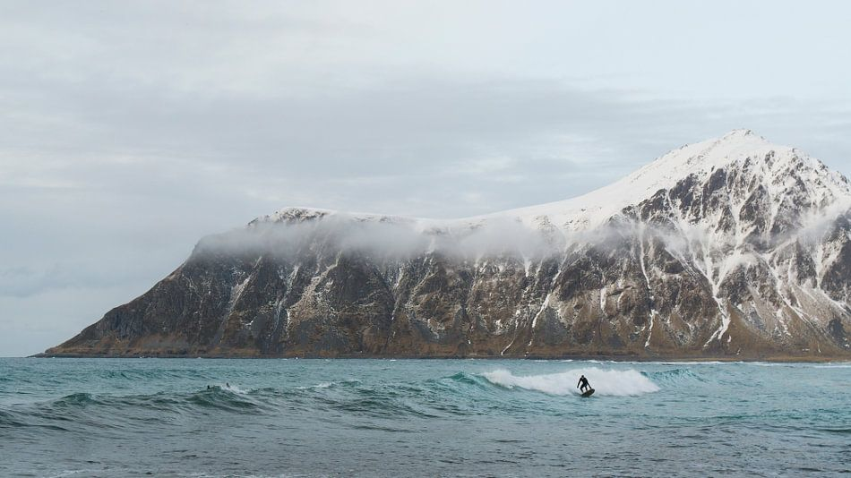 Winter surfen van Marloes van Pareren