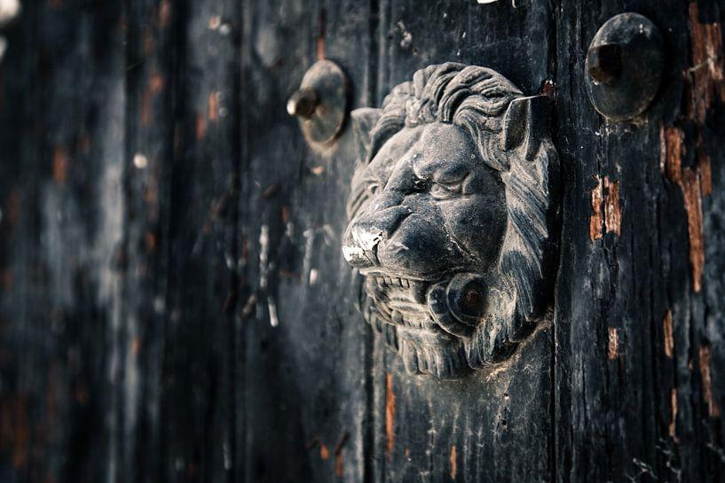 Leuwenkop deurklopper van Victor van Dijk
