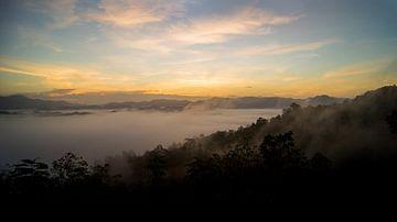 Zonsopgang op de berg genaamd Nuiy van Raymond Gerritsen
