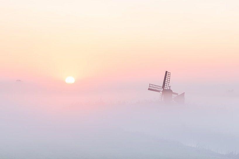 Nederlandsche zonsopkomst in mist van Pieter Struiksma