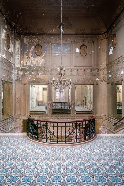 Verlaten Art Deco Trap. van Roman Robroek