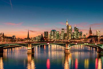 Frankfurter Skyline im Abendrot von Christian Klös