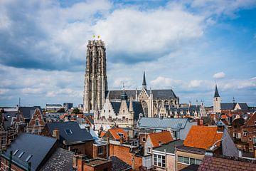 Een panoramazicht op de stad Mechelen. van Simon Peeters