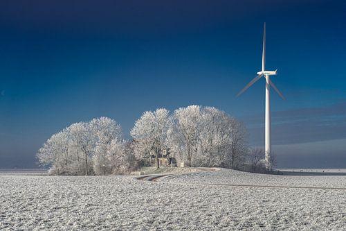 Windmolen bij boerderij van