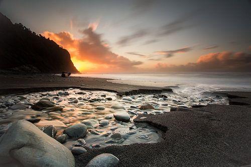 Zonsondergang kust nieuw zeeland van