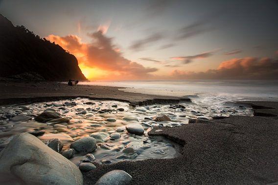 Zonsondergang kust nieuw zeeland van Remco Siero