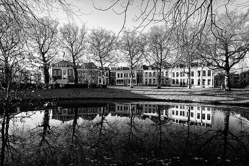 De Stadsbuitengracht en Catharijnesingel in Utrecht in zwartwit (2) van