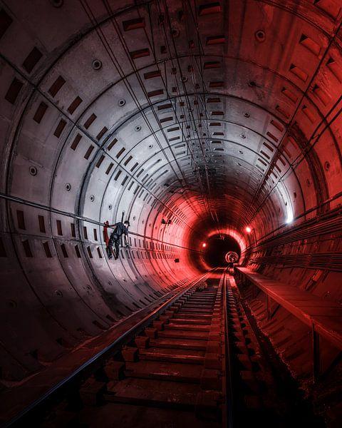Urban Explorers - Red Zone van Jeroen van Dam